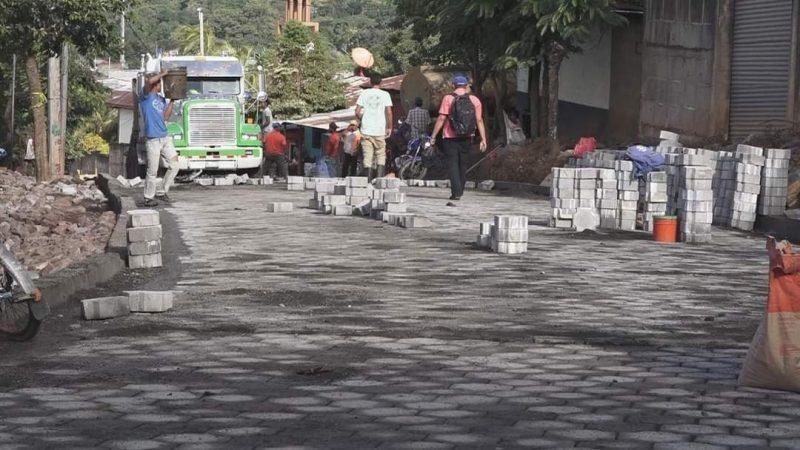 Familias de Río Blanco recibirán el 2021 con calles adoquinadas Managua. Radio La Primerísima
