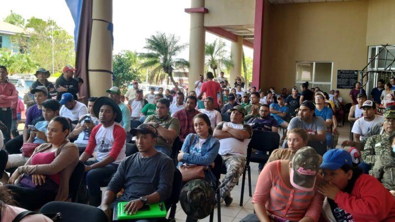 Jóvenes reciben reconocimiento por apoyar a afectados por huracanes Managua. Radio La Primerísima