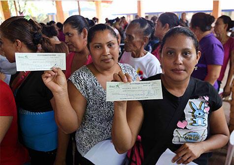 Usura Cero desembolsa más de 1 millón de córdobas en Siuna - La Gente | Radio La Primerísima