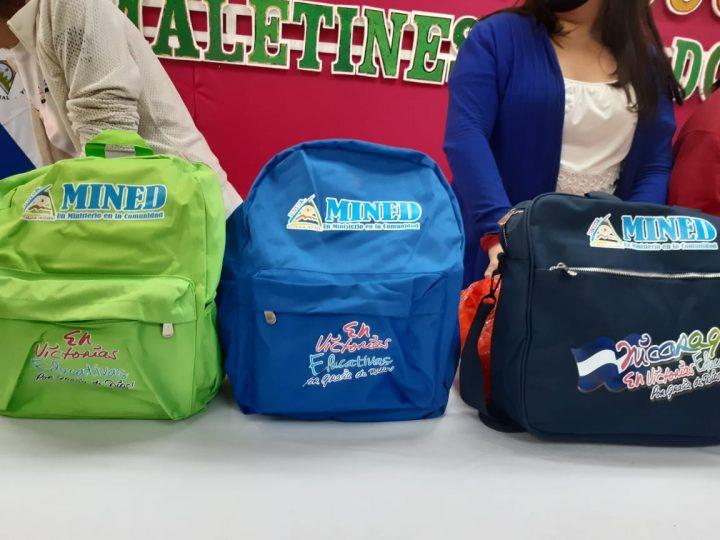 Entregan maletines escolares a docentes en Matagalpa