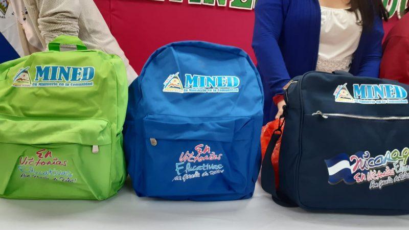 Entregan maletines escolares a docentes en Matagalpa Managua. Por Jerson Dumas/Radio La Primerísima