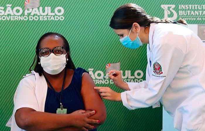 Enfermera es la primera vacunada contra el Covid-19 en Brasil Río de Janeiro. Sputnik