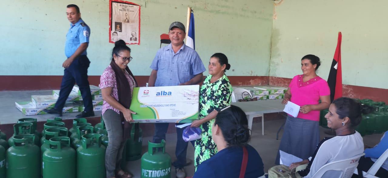 Gobierno continúa brindando ayuda a afectados por huracanes Managua. Radio La Primerísima