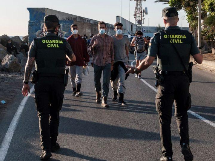 España priorizará expulsión de migrantes que protagonicen altercados