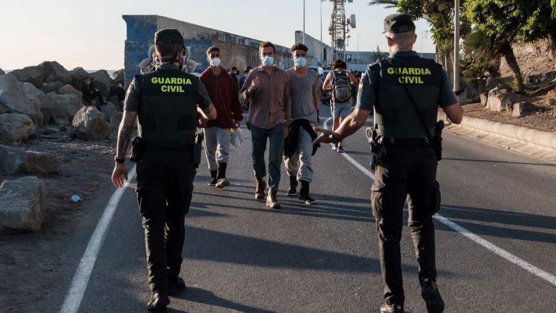 España priorizará expulsión de migrantes que protagonicen altercados Agencia
