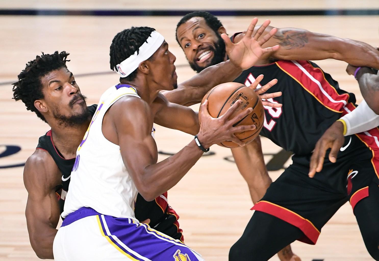 NBA pospone 2 partidos por protocolos Covid-19 AP