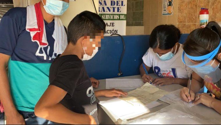 México inicia deportación de familias migrantes Agencia