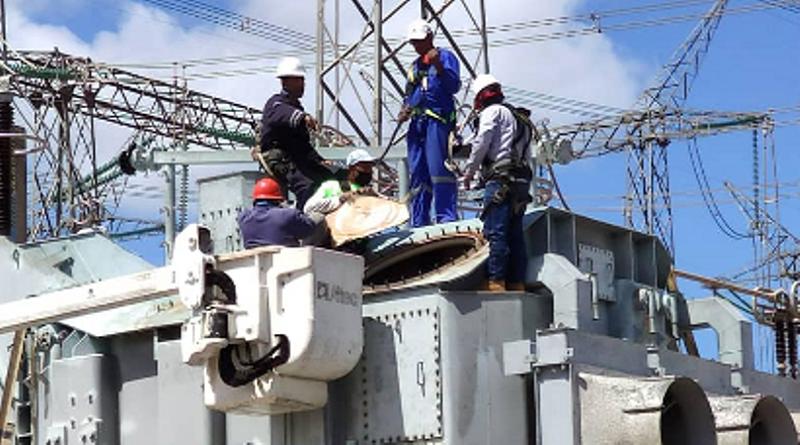 Ardua labor para restablecer servicio de energía en varias zonas de Venezuela Caracas. Agencias