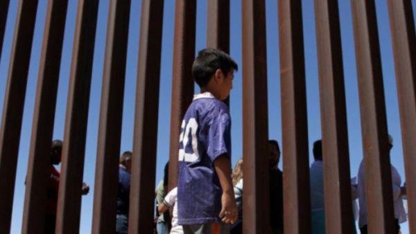 EU recibe niños migrantes en medio de críticas Washington. Prensa Latina