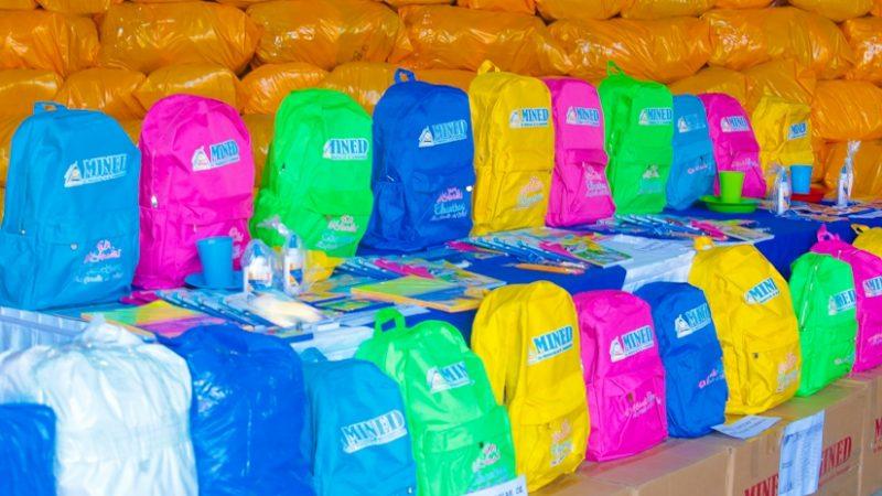 MINED inicia envío de maletines y material escolar Managua. Radio La Primerísima