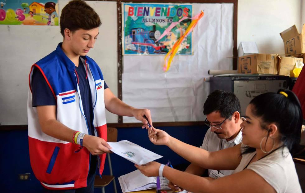 5,8 millones de salvadoreños se alistan para votar San Salvador. Agencias