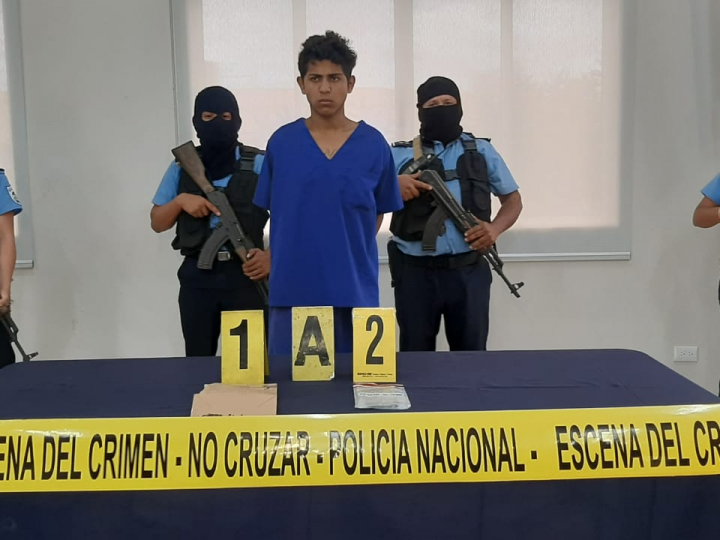 Presentan a sujeto que asesinó a mujer e hirió a su pareja por robarles