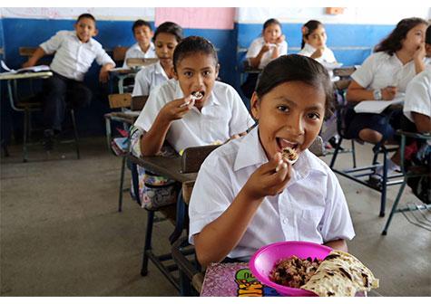 Duplican merienda escolar en colegios afectados por huracanes Managua. Radio La Primerísima