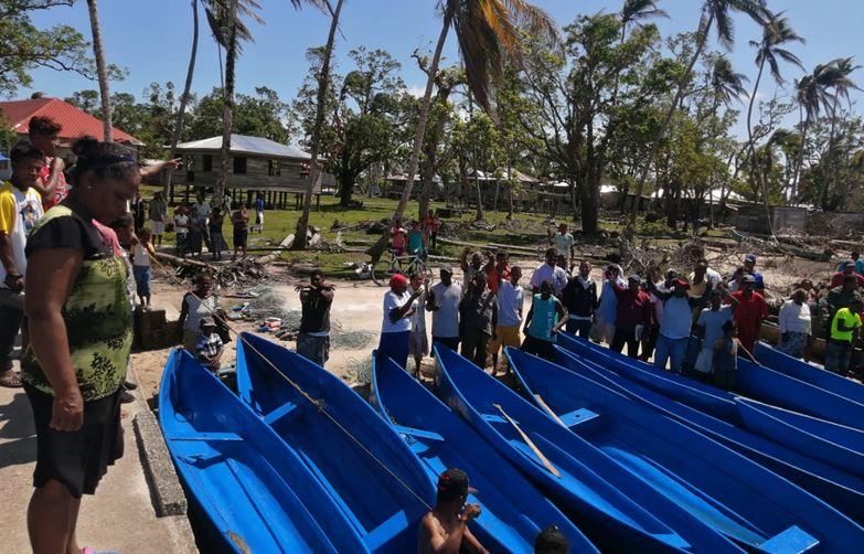Entregan cayucos a pescadores en Karatá Managua. Radio La Primerísima