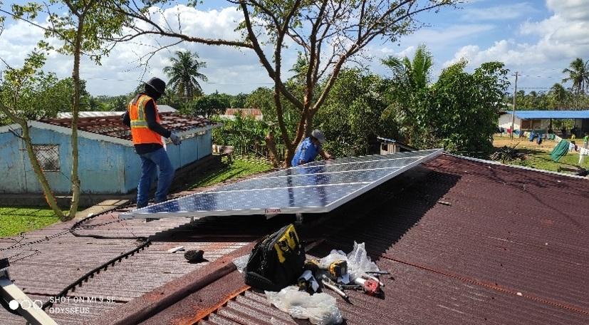 Instalan paneles solares en centros de salud del Caribe Norte Managua. Radio La Primerísima