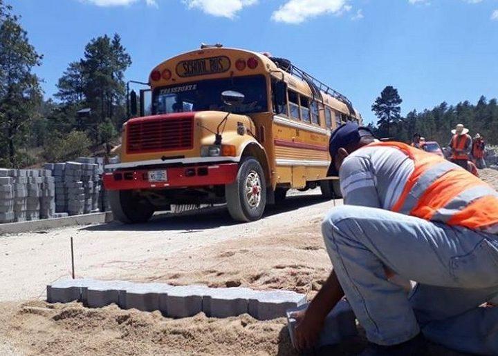 Avanza construcción de carretera Ococona-Santa María