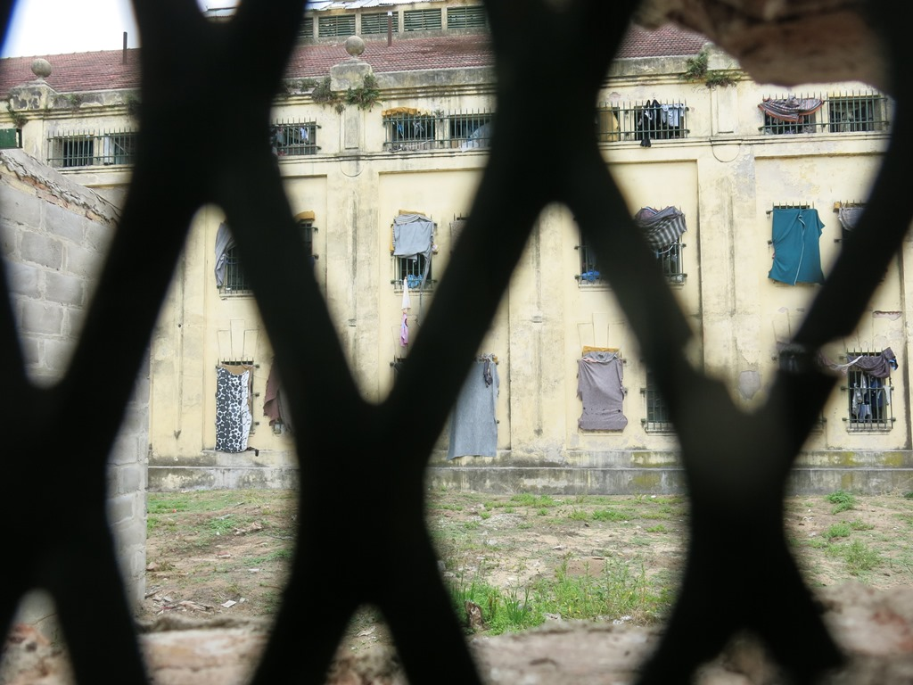 """De las ventanas carcelarias a las cuadrículas """"zoom"""" Suiza. Sergio Ferrari/ Radio La Primerísima"""