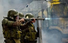 Denuncian a carabineros de Chile por rociar gas pimienta a niños Santiago de Chile. Prensa Latina