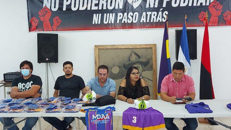 Equipo femenino de fútbol Xilotepelt recibe uniformes Jinotepe. Por Manuel Aguilar/Radio La Primerísima