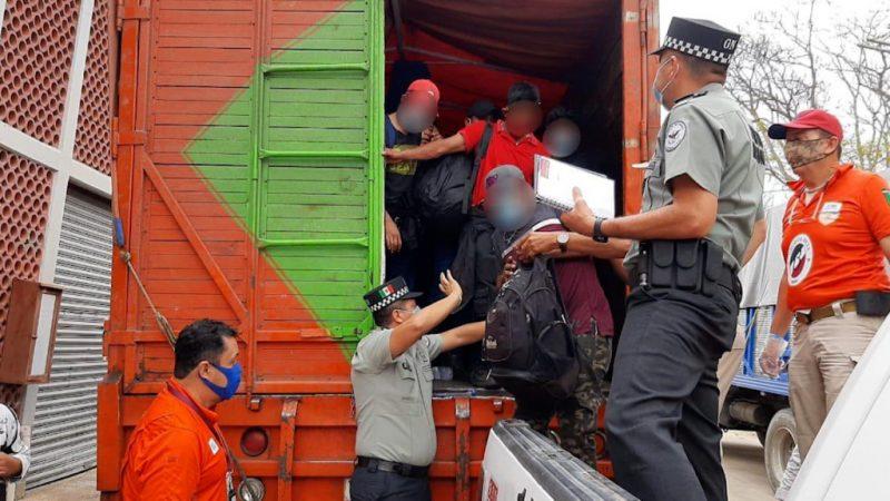 Encuentran en México a 300 migrantes hacinados en camiones Agencia