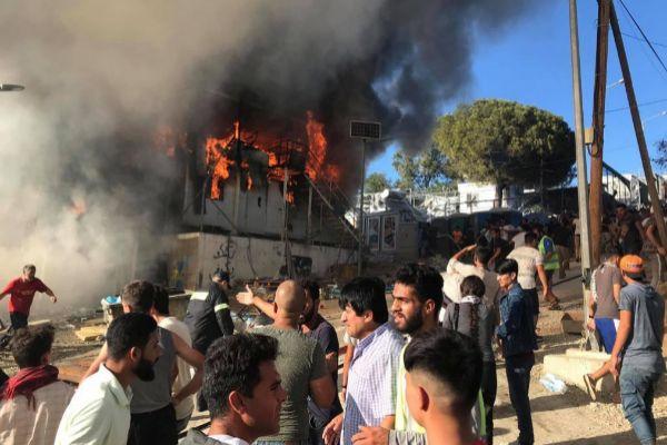 Mueren tres migrantes durante incendio en Grecia Atenas. Prensa Latina