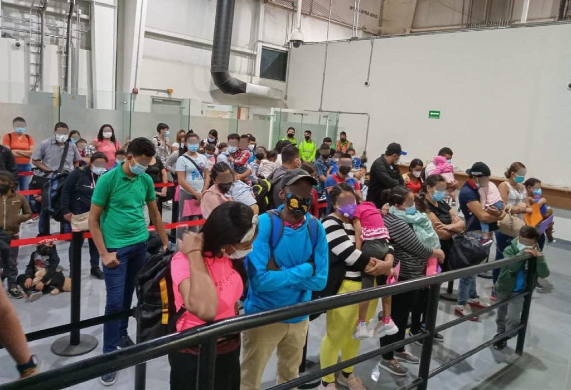 Detienen a migrantes que se hicieron pasar como turistas en Monterrey Agencia