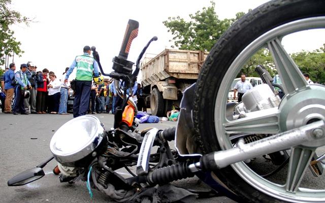 Motorizado grave tras sufrir accidente en Juigalpa Managua. Radio La Primerísima