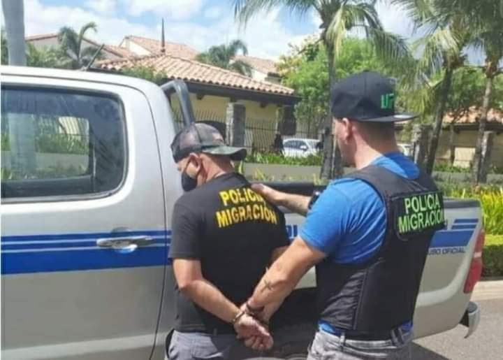 Policías de migración de Costa Rica arrestados por cobrar a nicas Managua. Radio La Primerísima