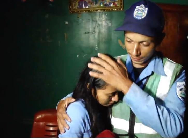 Condecorarán a policía que rescató a menores en Managua Managua. Jerson Dumas/Radio La Primerísima