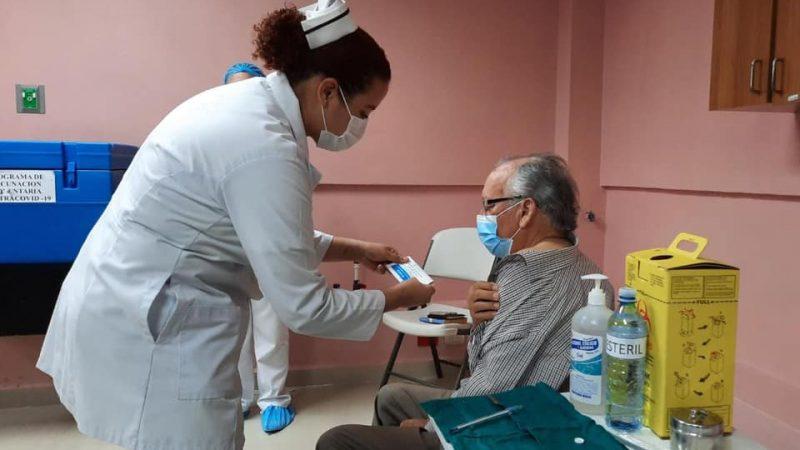 Sigue vacunación contra Covid-19 en hospitales Managua. Radio La Primerísima