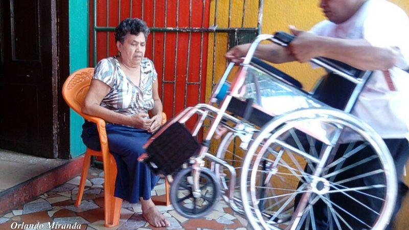 Entregan medios auxiliares a personas con discapacidad motora en Estelí Managua. Radio La Primerísima