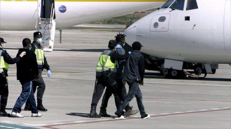 Cancelan vuelo de deportación de migrantes en Canarias Agencia