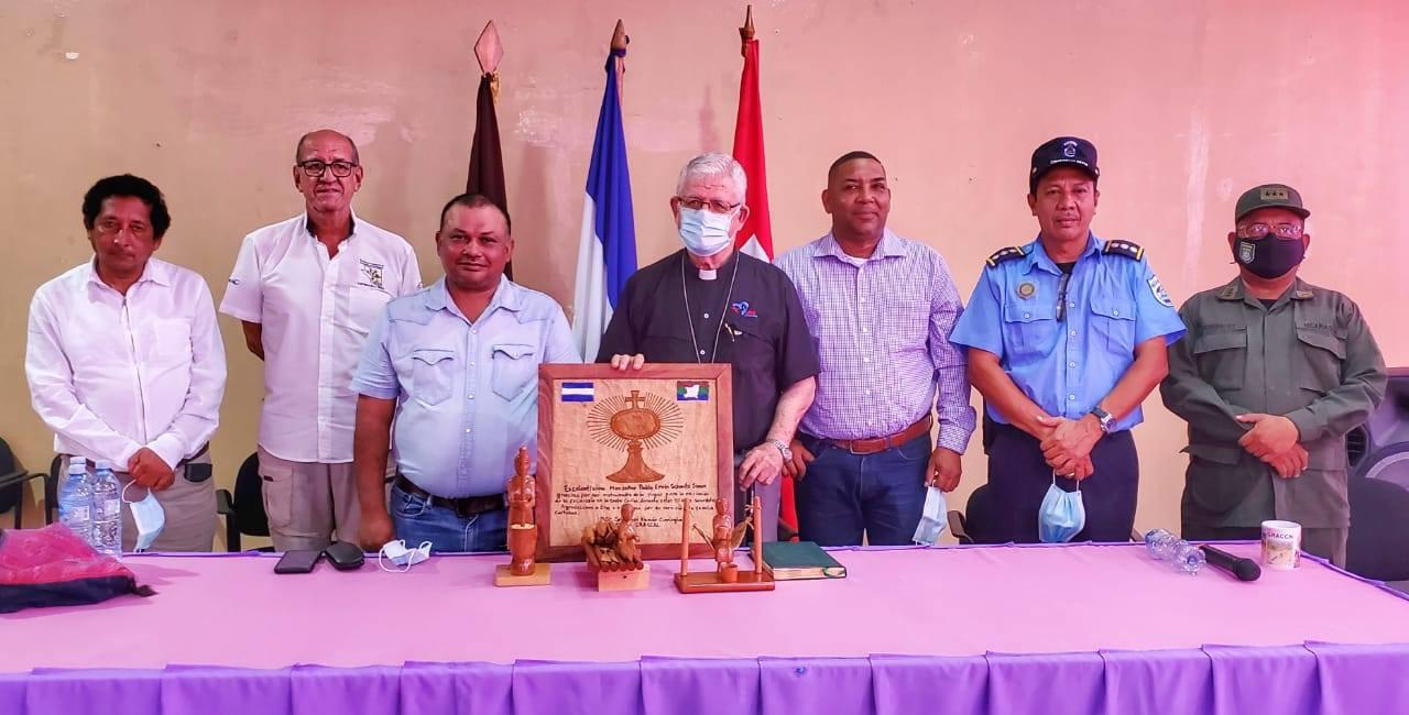 Rinden homenaje a Monseñor Pablo Ervin Schmitz en el Caribe Managua. Radio La Primerísima
