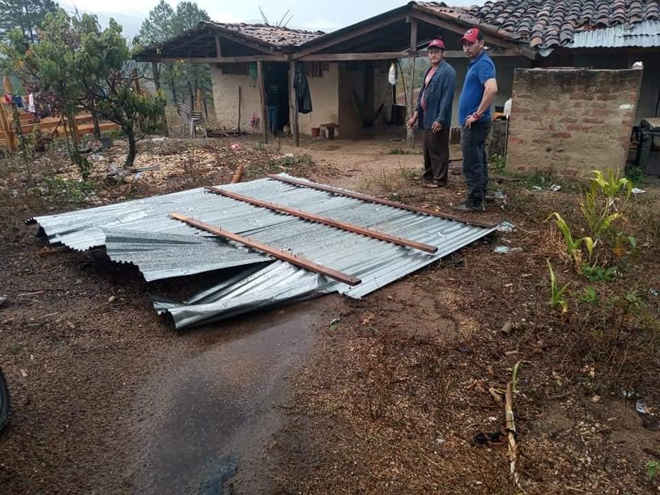 Fuertes vientos y lluvias causan daños en techos de 6 viviendas en Nueva Segovia Managua. Radio La Primerísima