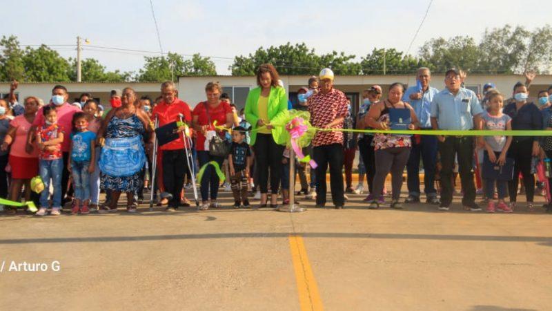 Entregan viviendas a familias reubicadas por proyecto vial Managua. Radio La Primerísima