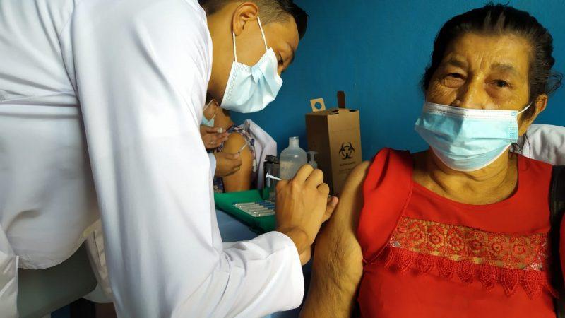 Inicia vacunación contra Covid-19 en Triángulo Minero Managua. Radio La Primerísima