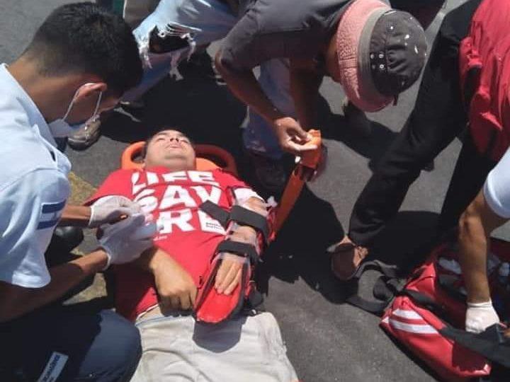 Joven resbala de su motocicleta y es impactado por otro motorizado