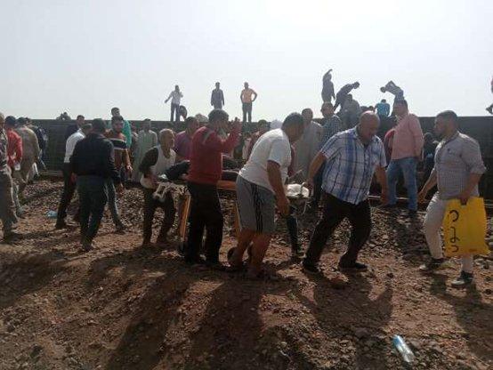 Al menos 32 muertos y unos 100 heridos tras descarrilarse un tren en Egipto El Cairo. Agencias