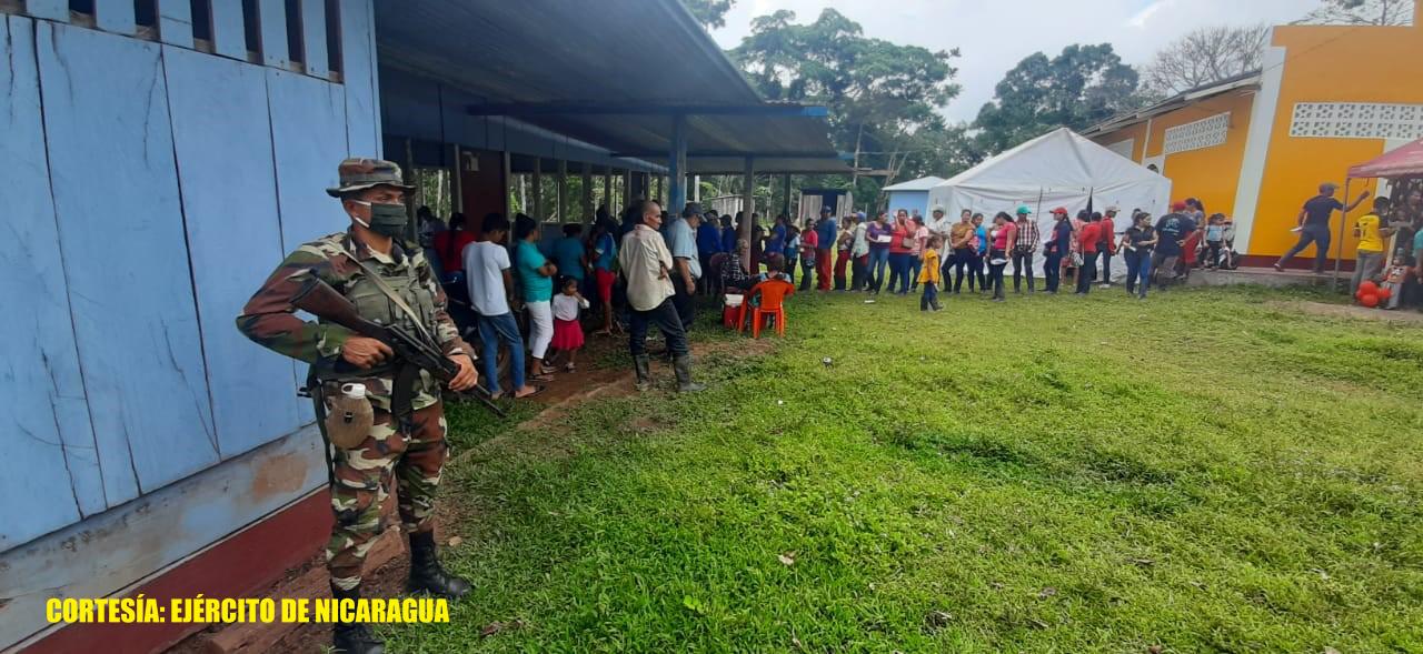 Ejército de Nicaragua acompaña brigada médica del MINSA Managua. Radio La Primerísima
