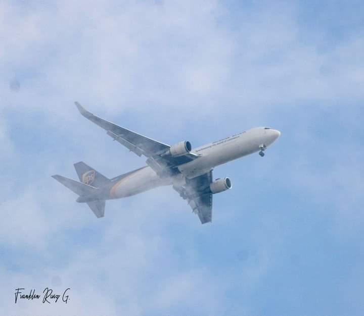 Avión sobrevuela por casi 40 minutos en Managua al presentar fallas Managua. Radio La Primerísima