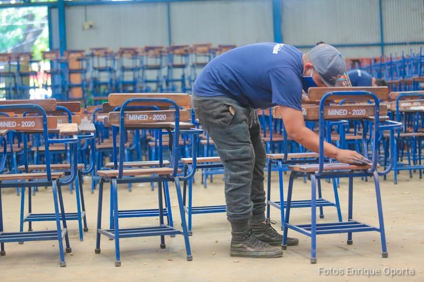 Entregan pupitres en escuelas de Camoapa, Teustepe y Boaco Managua. Radio La Primerísima