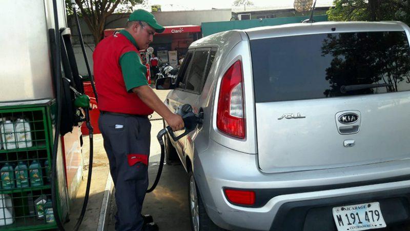 Bajan precios de las gasolinas, sube el diésel Managua. Radio La Primerísima