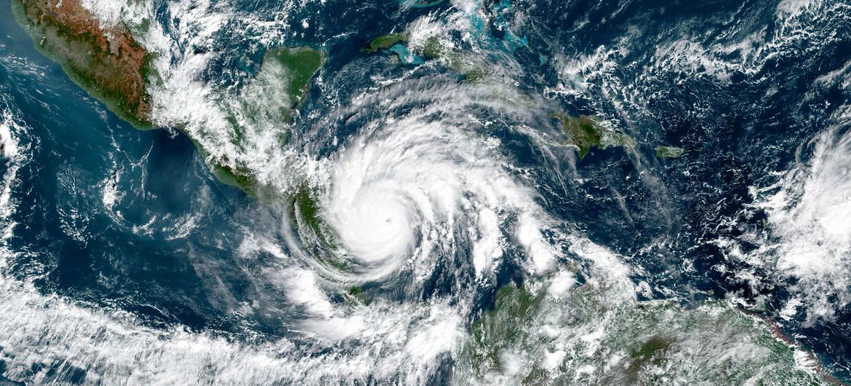 Hondureños prevén ingreso de cuatro poderosos huracanes Tegucigalpa, Honduras. El Heraldo