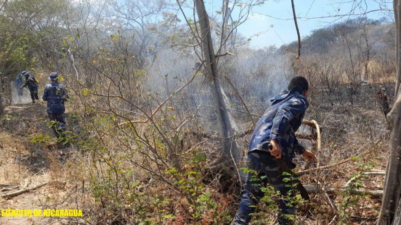 Sofocan incendio en carretera vieja a León Managua. Radio La Primerísima