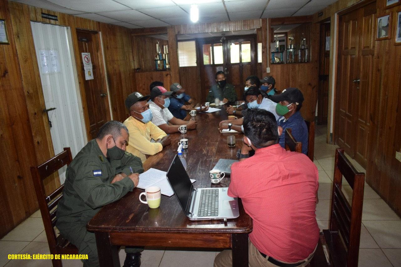 Ejército se reúne con líderes indígenas Managua. Radio La Primerísima