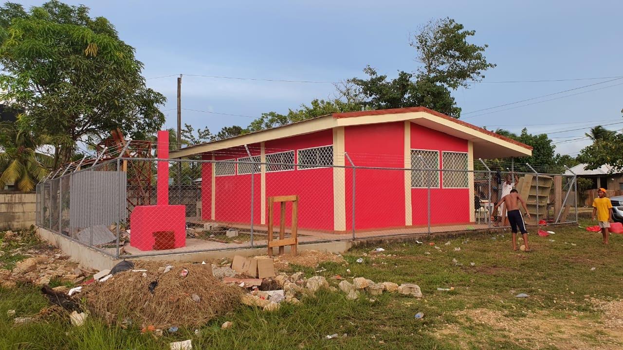 Rehabilitan puesto de salud y biblioteca en Bilwi Managua. Radio La Primerísima
