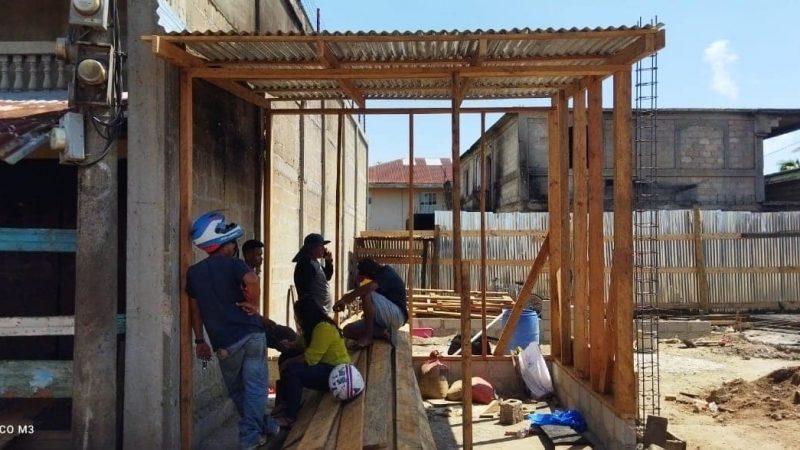 Construyen tramos quemados por incendio en Bilwi Managua. Radio La Primerísima