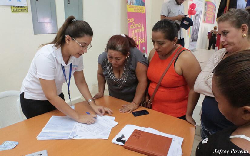 Usura Cero entrega créditos a 25 mujeres en Matiguás Managua. Radio La Primerísima