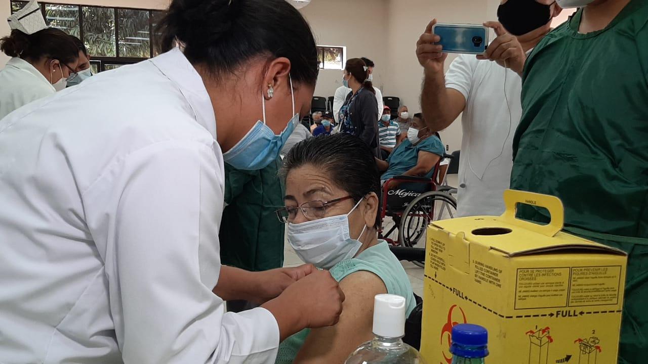 Casi 100 mil dosis contra el Covid-19 se aplicarán esta semana Managua. Radio La Primerísima