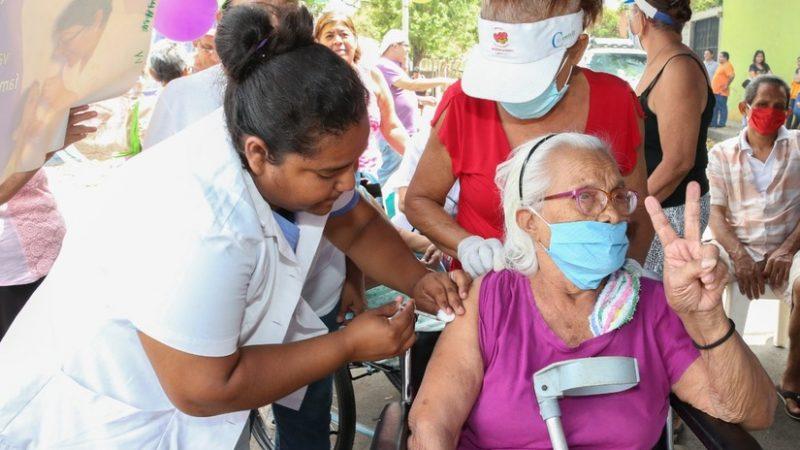 Vacunan contra Covid-19 en Distrito I de Managua Managua. Radio La Primerísima